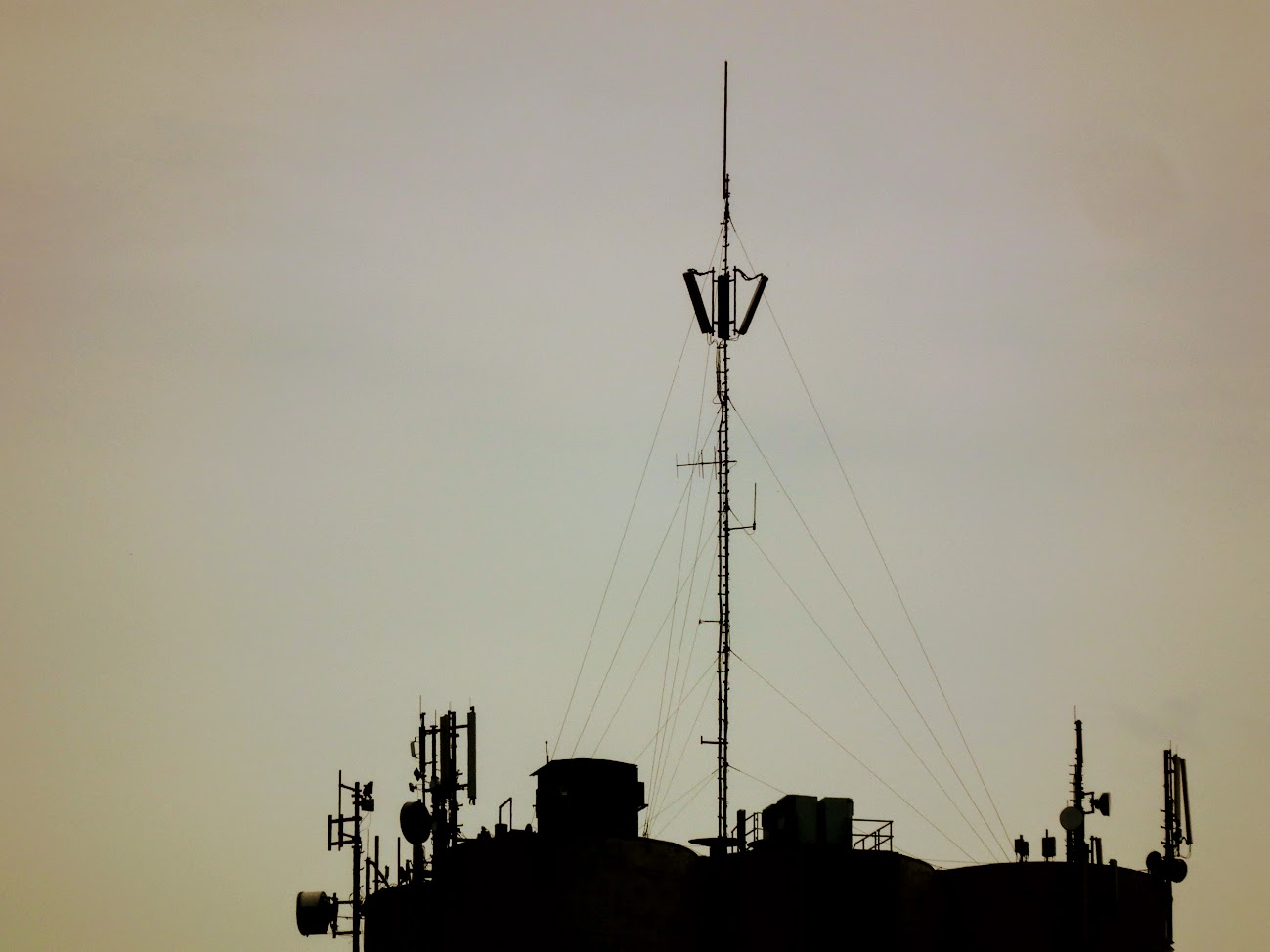 Mosonmagyaróvár/gabonatároló - helyi URH-FM adóállomás