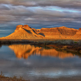 Green River Dawn by James Gramm - Landscapes Travel ( sunrise, reflections, light, river, clouds, water, morning )