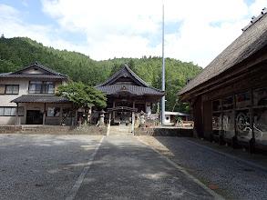 田峯観音の本殿(右に歌舞伎の舞台?)