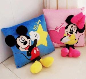 Set 2 perne decorative din plus 3D Mickey Mouse si Minnie Mouse