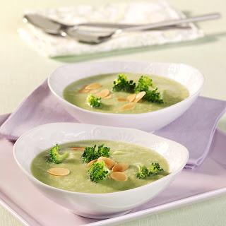 Röschensuppe mit Mandelblättchen