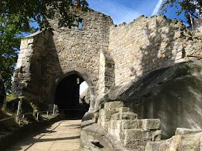 Photo: Przed nami jawi się wejście do trzeciej bramy warownej zamku.
