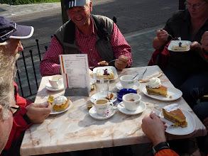 Photo: ook aan die tafel wordt gesmuld....