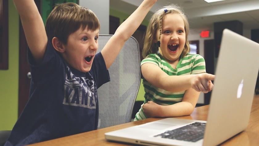 El uso de tecnologías educativas en el hogar como recurso didáctico.