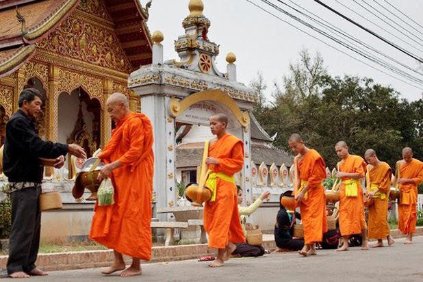 Tuk tuk ride in Luang Prabang