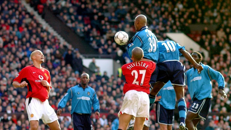 Photo: Manchester City's Shaun Goater (10) outjumps the Manchester United's defence to score their equalising goal