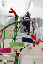 Photo: [常設編み展示] 東京/入谷駅より徒歩2分程、 ソレイユ入谷ビルというオフィスビル内にある螺旋階段を編み装飾!見学・写真自由。上野、浅草方面へお越しの際は、入谷にもぜひ足を運んでくださいまし。丁度、郵便屋さんが螺旋階段を駆け上がっていったのでした。 http://203gow.ldblog.jp/archives/65858130.html