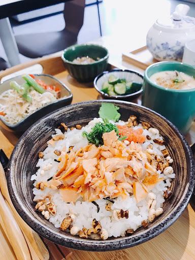 一知道是台南知名日式早午餐『一方日朝食』技術指導,就立刻安排時間來吃,用餐限90分鐘,因座位不多,建議出發前先訂個位,餐點價位在350~450元間,低消100元…。今天吃了《特限朝食 - 海松茶漬》3
