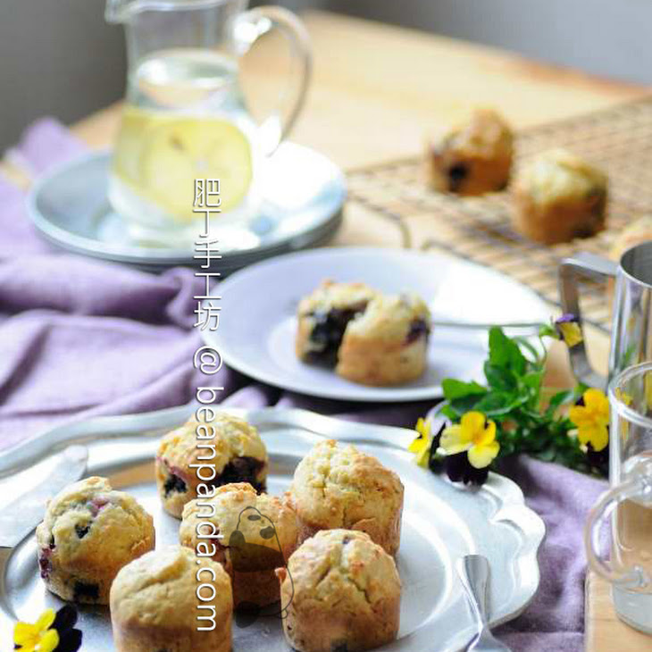 Blueberry Sour Cream Muffin Recipe | Yummly