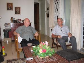 Photo: Mgr. Frans Wiertz (l) en Mgr. Wilhelmus de Bekker (r)op het bisschopshuis