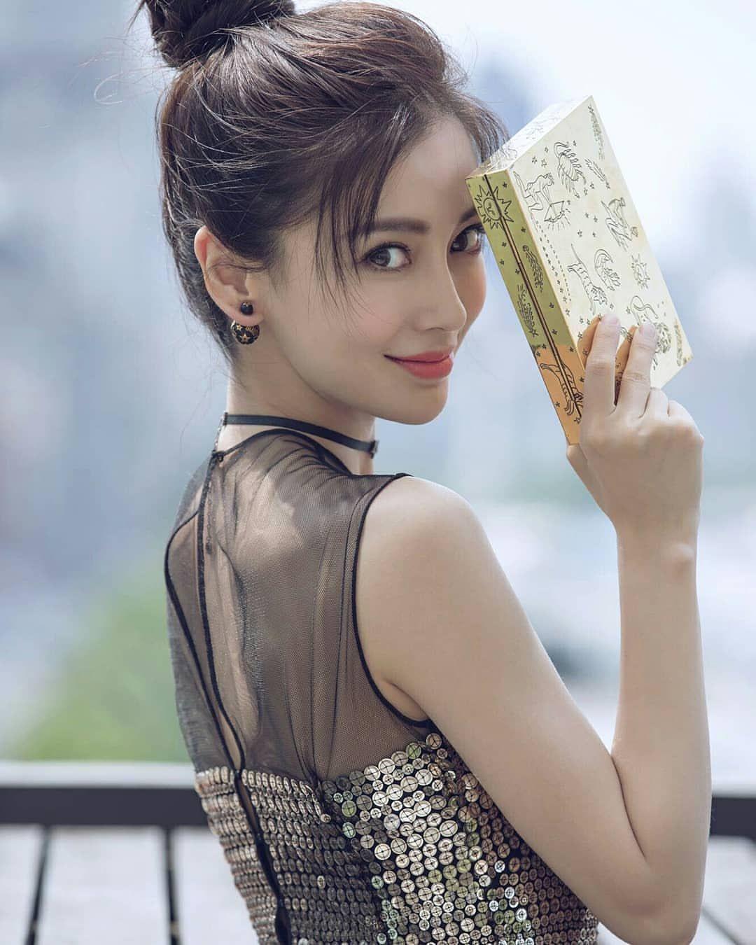 Kem làm trắng da Pond's và Angela Yeung Wing