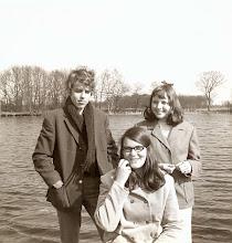 Photo: Henk Zandvoort, Rineke Spijkstra en Marchie Mennega bij 't visplas