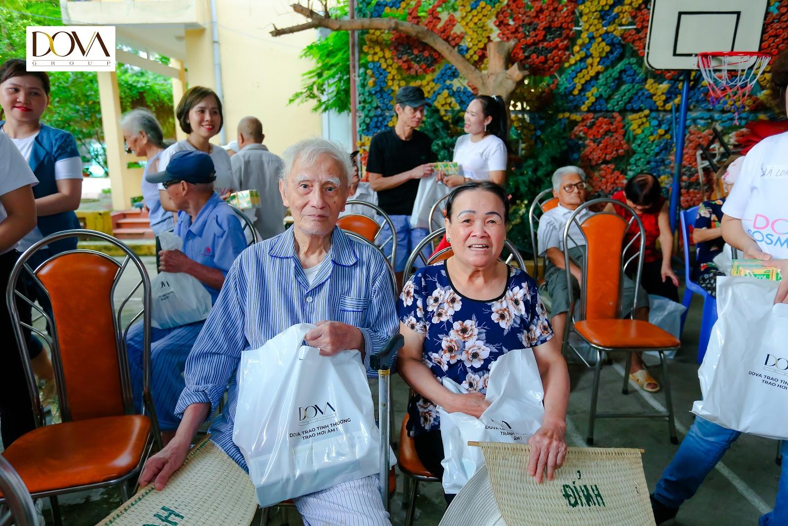 Tập đoàn Dova trao hơn 500 suất quà cho người già neo đơn, trẻ mồ côi, khuyết tật - Ảnh 6