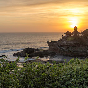 Tanah Lots magical sunsets by Torsten Funke - Landscapes Sunsets & Sunrises ( landscapes, landscape photography, coastline, pacific ocean, traveling, indonesia, sun, travel photography, coast, bali, golden hour, sunset, temple, travel, landscape )