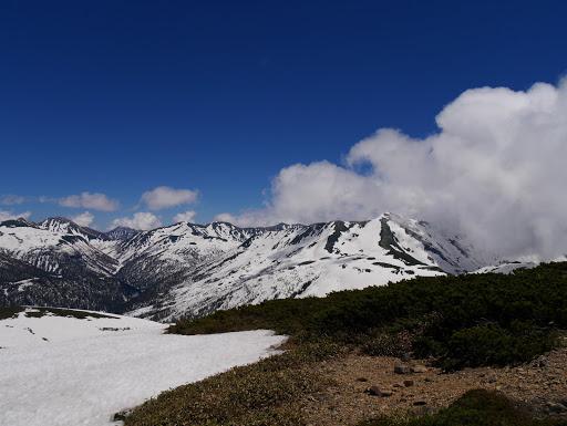 黒部五郎岳が雲から現れ