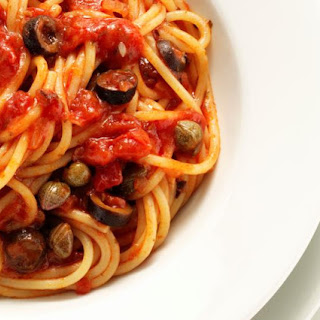 Easy Vegan Pasta Puttanesca Recipe with Capers and Olives (Low-Fat)