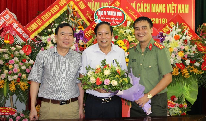 Công ty TNHH Văn Minh chúc mừng Báo Công an Nghệ An
