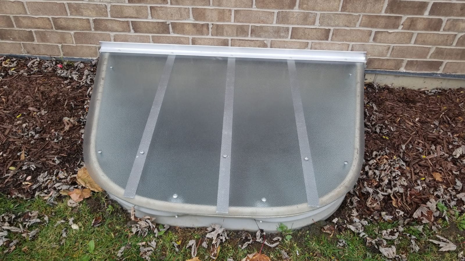 South Elgin, IL-HandyManny Custom Window Well Covers