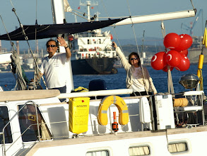 Photo: Gibraltar'dan ayrılırken balonlarımız pek güzeldi.. We are leaving Gibraltar with our Turkish Flag Balloons.