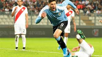 Darwin Núñez celebrando su gol ante Perú.