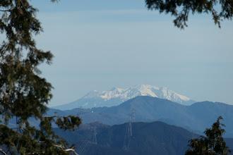木曽御嶽山、手前は高賀山