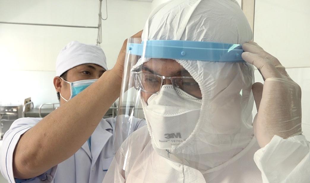 Quần áo bảo hộ y tế làm từ nhiều chất liệu