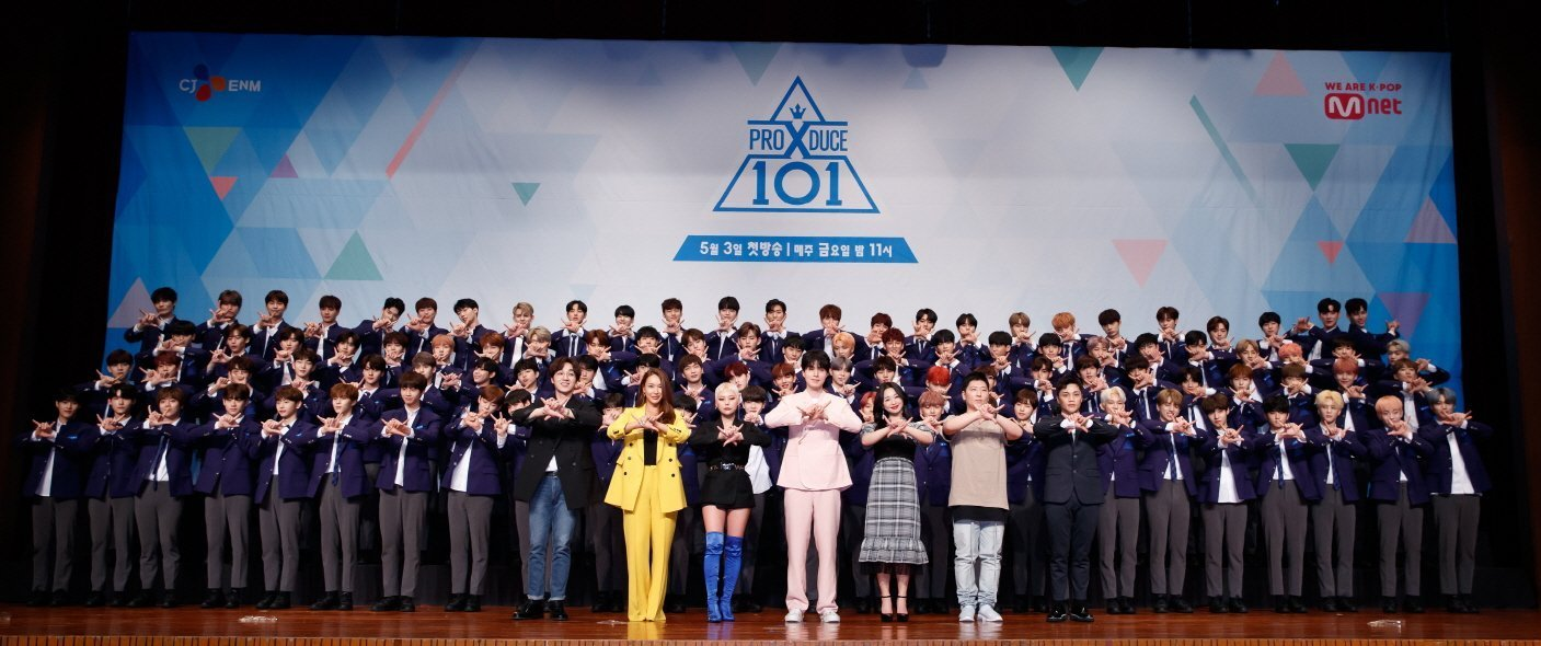 Produce-X-101_Lee-Dong-wook-with-all-trainees-and-101-contestants