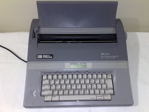 Photo: Smith Corona SD 670 Word Processing Typewriter Spell-Right, Dictionary