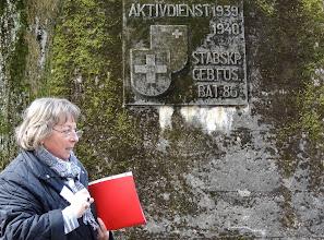 Photo: Gedentafel zum Aktivdienst 1939 - 1940 hinter dem Zentralschulhaus