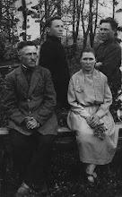 Photo: Jasinskas su sūnumis Povilu (dešinėje) ir Juozu (kairėje) bei dukterimi Kristina. 1927 m. Nuotrauka iš Birutės Kubilienės asmeninio archyvo.