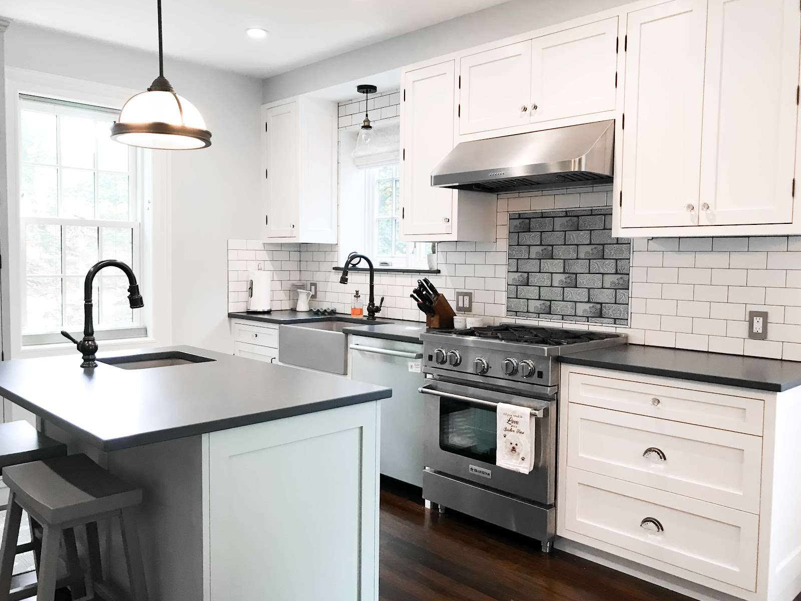 30 Gorgeous Small Farmhouse Kitchen Ideas New Guide