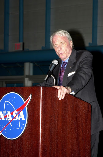 Former astronaut Scott Carpenter shares his experiences with the audience during the dinner celebration of the 40th anniversary of American spaceflight.