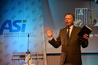 Photo: M. Finley - hlavní řečník setkání ASI-CS Olomouci