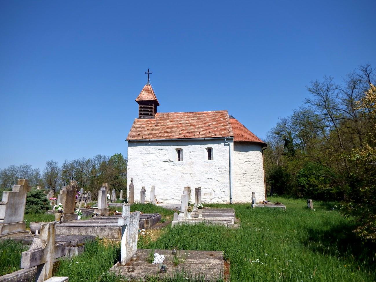 Alsóújlak - Szent Péter és Pál temetőkápolna