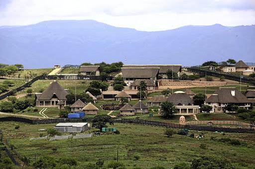 VBS-kurators teiken Zuma se Nkandla-opstal oor wanbetaling van die huislening - TimesLIVE