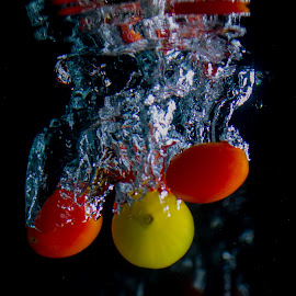 Tomates by Adriano Freire - Food & Drink Fruits & Vegetables ( water )