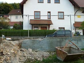 Photo: Teile vom Zaun sind auch schon weg..... der Bauzaun steht.....