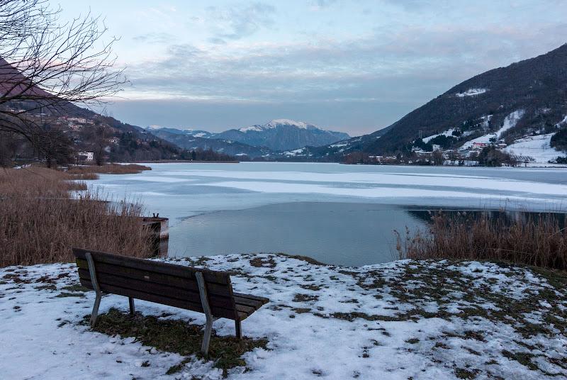 Tramonto sui lago ghiacciato di Aktarus