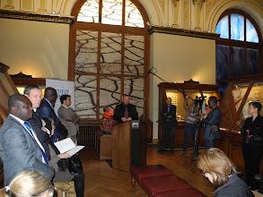 Photo: Mathias HARZHAUSER, Directeur de la partie Géologie-Paléontologie du Musée NHM présente l'exposition en conférence de presse.