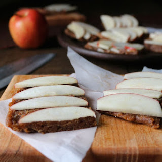 Raw Caramel Apple Pie Bars