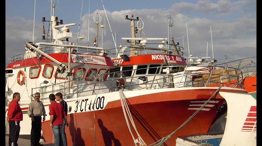 Barcos amarrados en el Puerto de Carboneras.