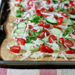 Flatbread with Hummus and Vegetables