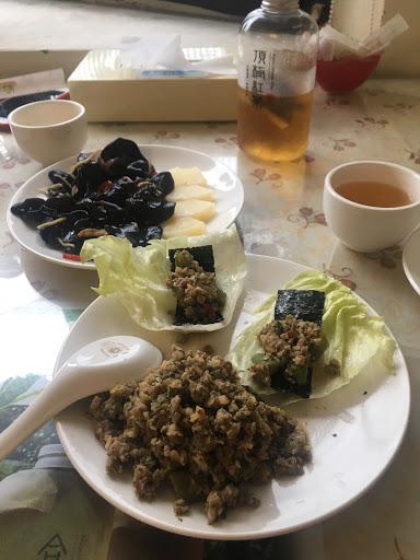 雙人套餐超超值,吃很飽,雞湯好喝每道菜都好吃,另外點的冷泡紅茶也是驚艷,好吃推薦👍🏻