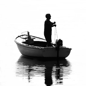 Old fisherman by Antonio Rossetti - Professional People Agricultural Workers ( b/w, fishing net, sea, fisher, boat )