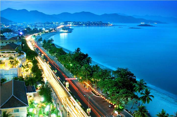 Phố biển Cửa Lò ngày càng thu hút nhiều du khách trong và ngoài nước - Ảnh: Internet