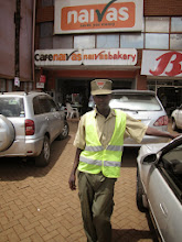 Photo: Embu - security guard in supermarket parking lot