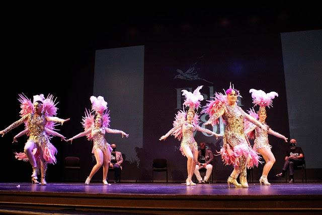 Grupo de baile Kalesi durante su actuación.
