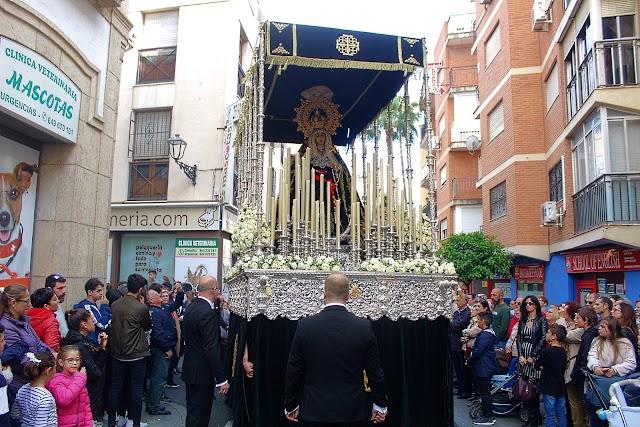 Nuestra Señora de los Dolores camino de la Catedral de la Encarnación recorriendo el Casco Histórico.