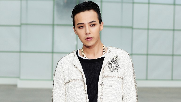 g-dragon-of-bigbang-paris-fashion-week-2015-billboard-1548-768x433