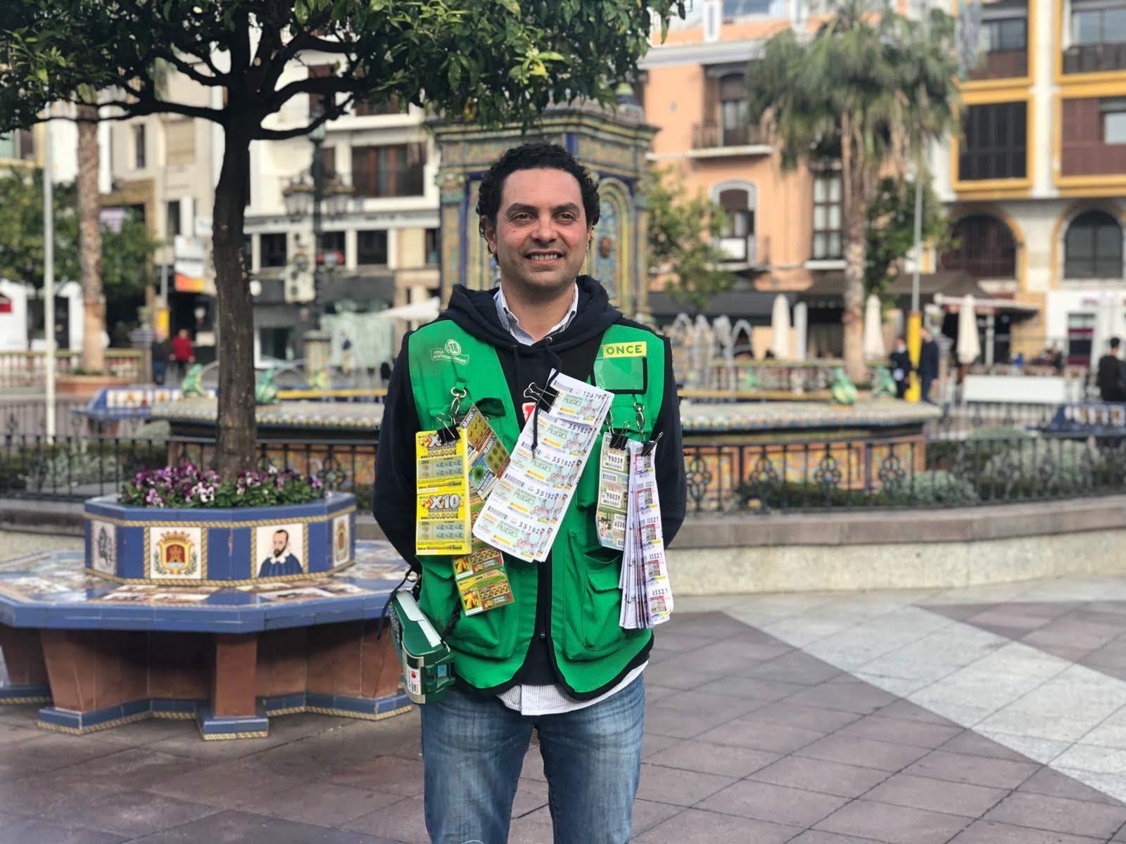 La ONCE reparte 700.000 euros entre 20 vecinos de la Plaza Alta de Algeciras